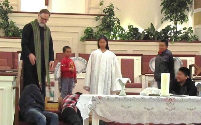Pastor Tripp and Children enact transfiguration